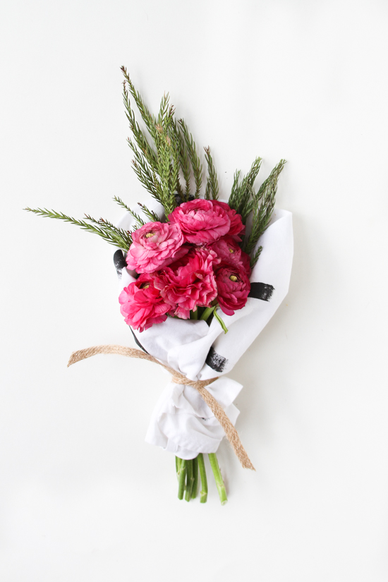 DIY Hostess Gift // Tea Towel Wrapped Holiday Bouquet
