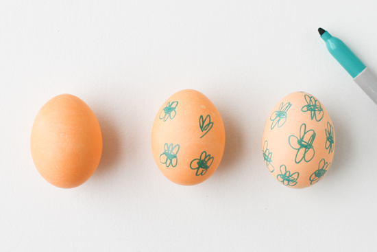 DIY Idea // Drawing on Dyed Easter Eggs