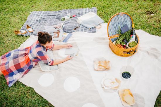 Spring Picnic + DIY Picnic Blanket