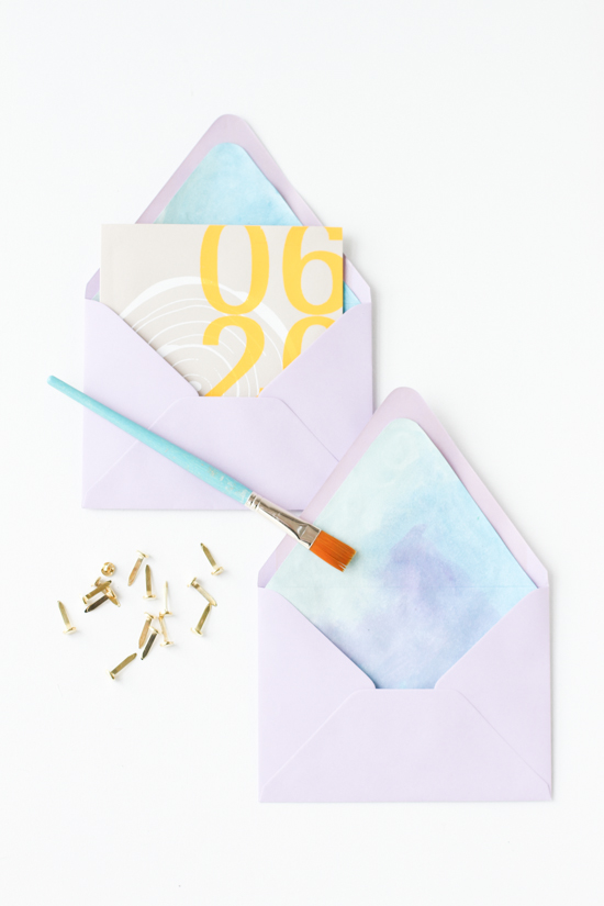 DIY Watercolor Envelope Liner // This tutorial shows you how to make an envelope liner (in this case a painted DIY watercolor liner) with any size or shape envelope without using a template.