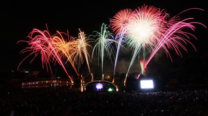 Fireworks Light Up The Sky This Week Across Long Island Jacs Picks - Eisenhower park car show