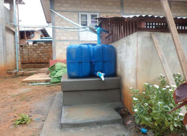 10072Water_tank_and_containers.jpg