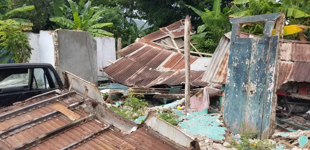Praying_for_Haiti.jpg