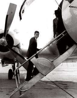 JFK boarding airplane