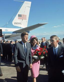 Jack and Jackie Kennedy walking on airline tarmac