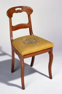 A mahogany, yellow pine, and poplar side chair.