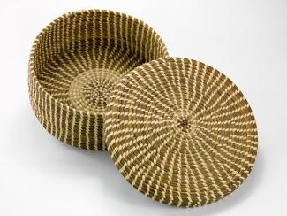 A basket with a circular base with straight sides and a lid.
