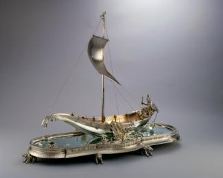 An image of a silver centerpiece that looks like a Hiawatha boat.