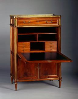 An image of Dove's mahogany desk.