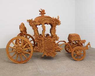 An artwork that looks like a carriage, but it's made of sugar