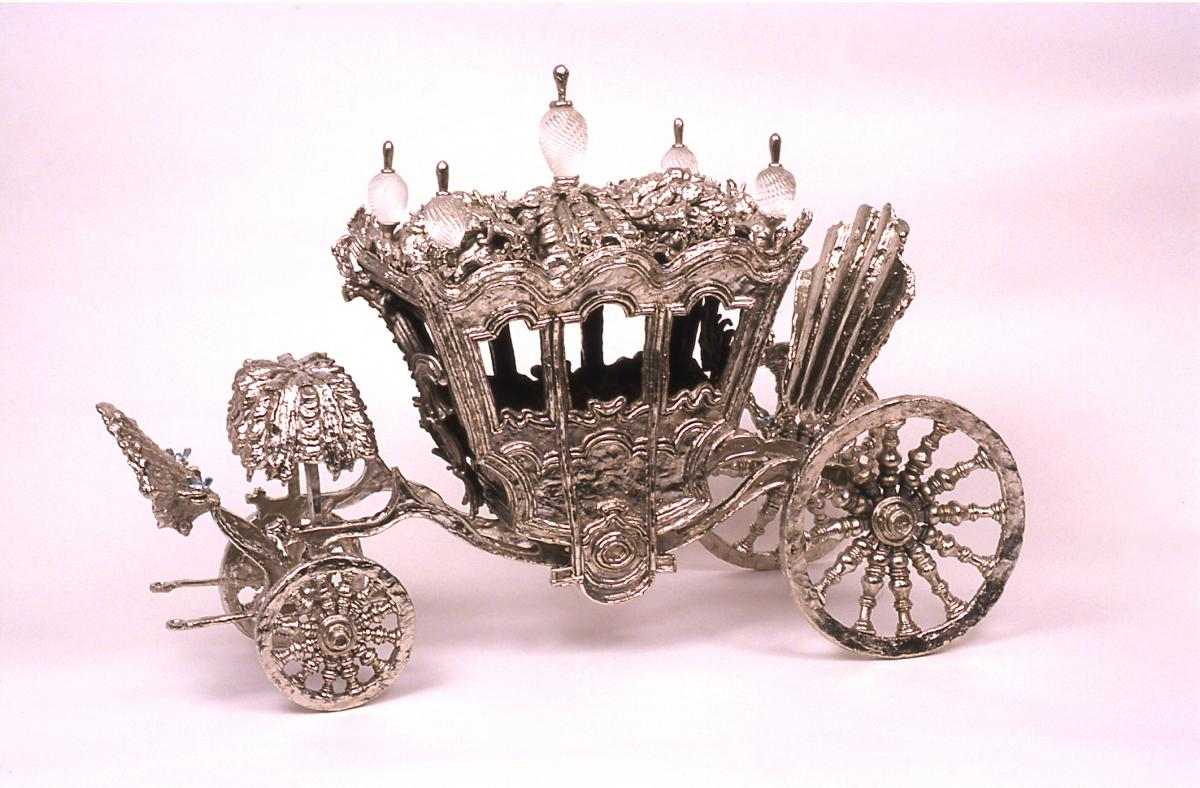Image of small silver carriage sculpture