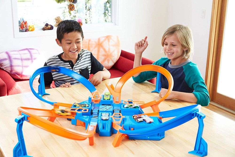 Hot Wheels Criss Cross Crash Track Set on Sale for $ 38.00 at Amazon Canada