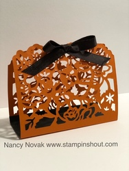 Floral_phrases_halloween_basket