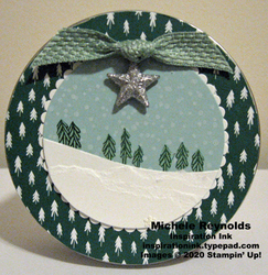 Curvy christmas tree slope round tin