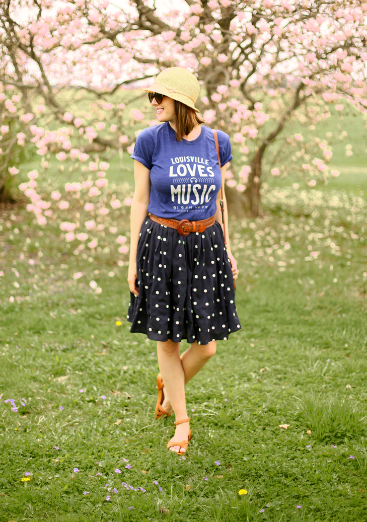 how to style a graphic tee, polka dot skirt