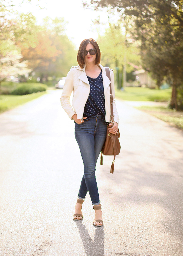playground outfit, casual mom style, mom style