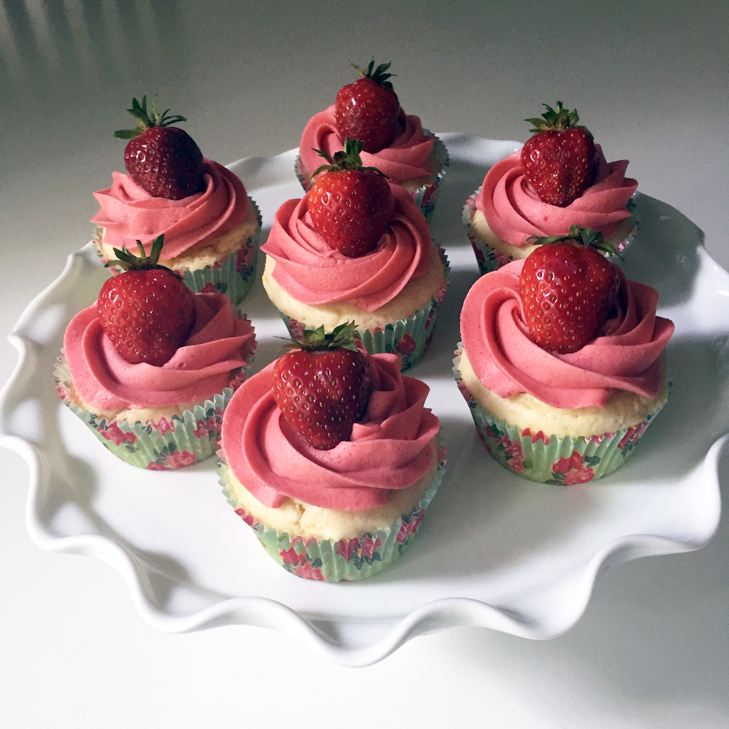 Strawberry Lemonade Cupcakes, dye free