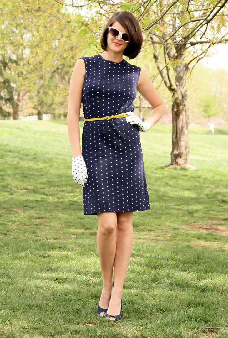 Vintage, Mad Men Look DIY, Polka Dots, How to Wear Gloves, Wearing white gloves, Cat eye sunglasses, Jessica Quirk, What i Wore, Retro Style, Vintage Style, Style Blog, Style Blogs, Style Bloggers, Bubble Hairdo