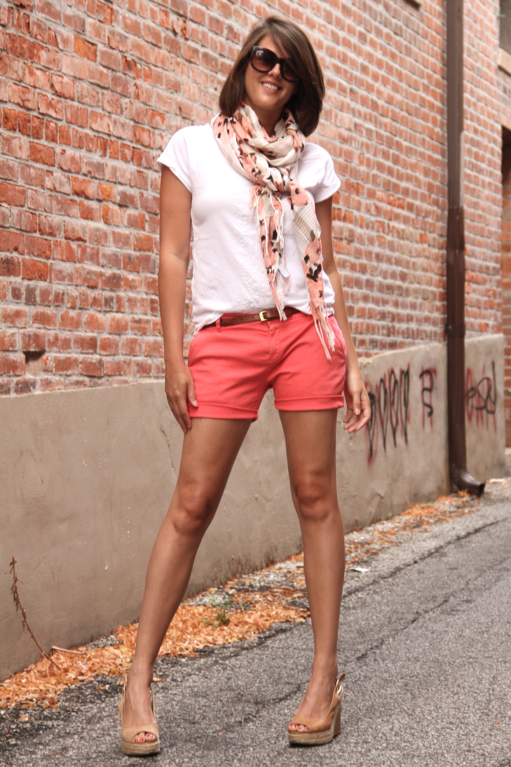 What I Wore, jessica Quirk, Cut off shorts, Coral Shorts, White Tee Shirt, What to wear with Coral, What color shoes to wear with coral, Style Blog, outfit blog