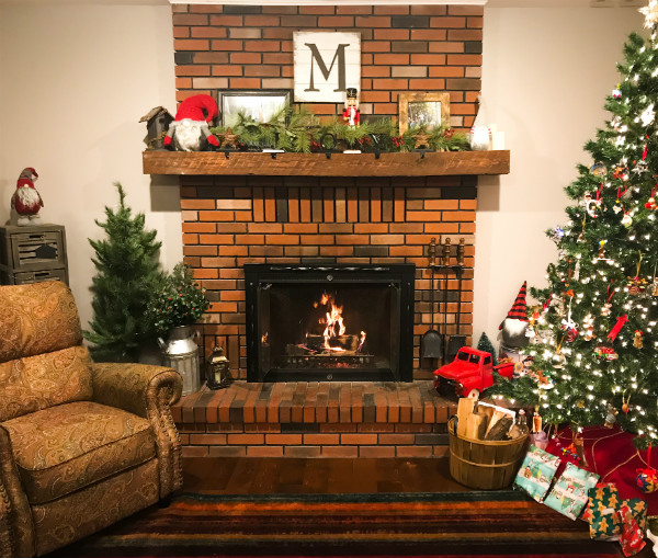 Red Brick Christmas Mantel