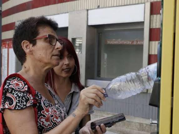 rome plastic bottles for metro ticket