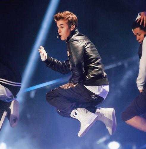 Justin Bieber jumping