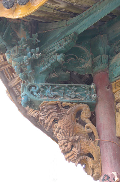 detail of left side bracket on opera stage 1