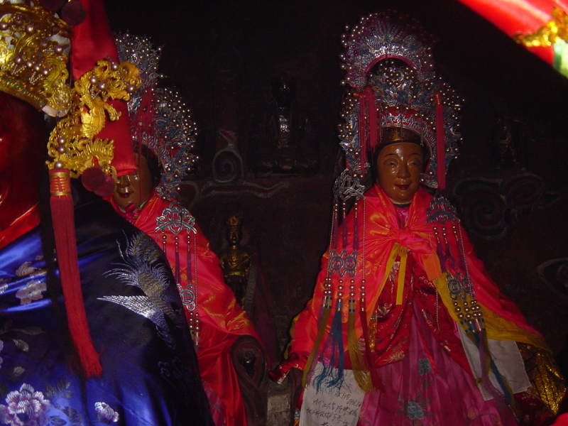 Female deities on the right-hand side of Lord Hu