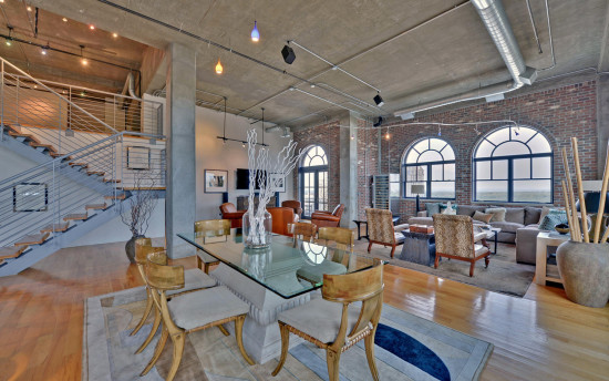 Rarely Available Penthouse Suite In Mathieson Loft