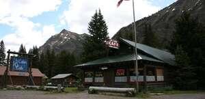 Log Cabin Cafe & Bed & Breakfast