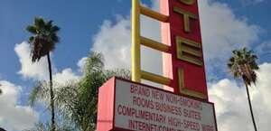Hi-Way Host Motel
