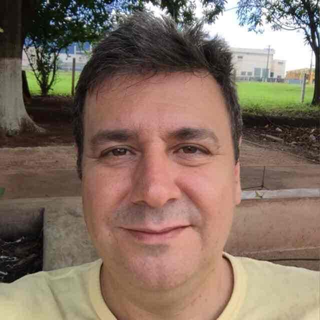 Ademir D Fernandes