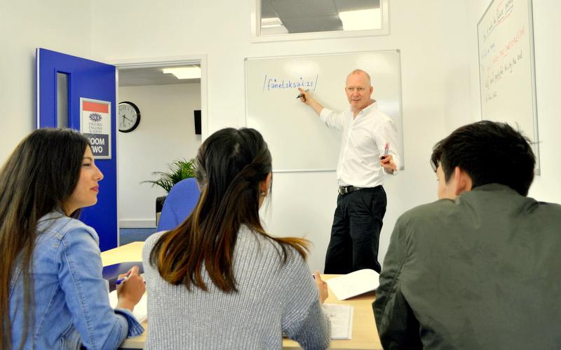 aula de una academia de idiomas