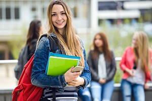 Estudiantes licenciados en la academia.