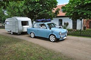 vehiculo con caravana