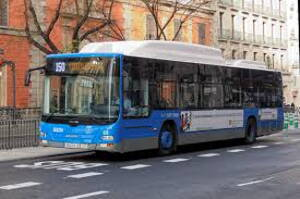 autobus de linea prestando servicio