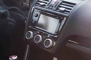 autoradio en un coche