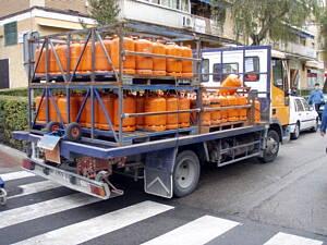 camion con bombonas de butano