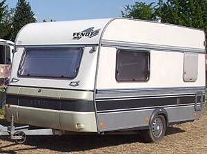 caravana en un camping