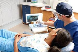 paciente junto a dentista
