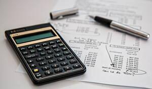 Control de contabilidad realizado por un contador