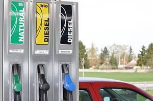 Surtidores de combustible en gasolinera