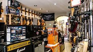 instrumentos en una tienda