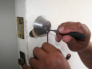 loscksmith fixing a door lock