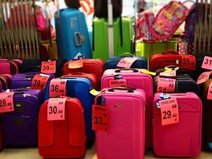 maletas en un escaparate