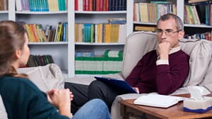 psicolog con un paciente