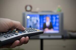 usuario con su television