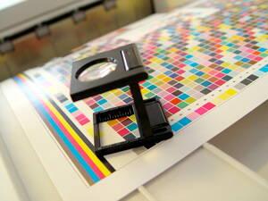 Muestra de colores en una empresa de impresión y diseño