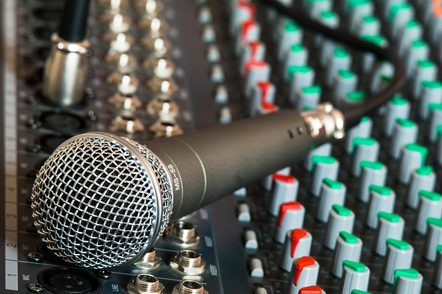 renting microphone and speakers from the best audio and video suppliers