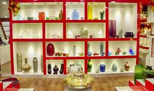 estanteria en tienda de decoracion
